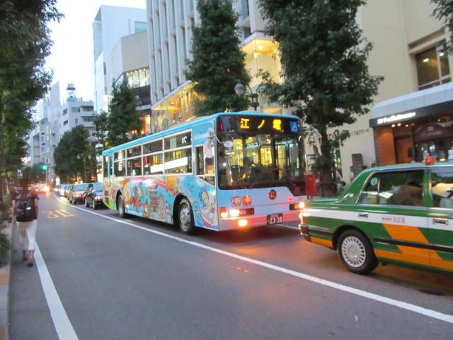 江ノ電バス渋谷公園通りを下る