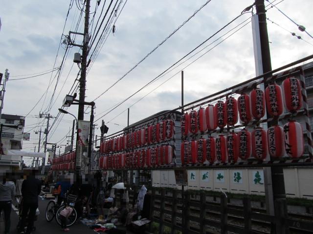 豪徳寺沖縄祭り2014並ぶ提灯