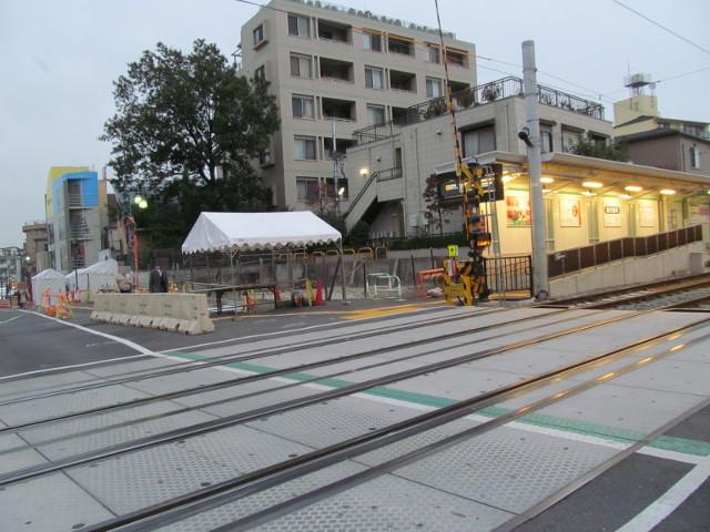 楽市楽座2014前日に世田谷駅踏切の向こうを見る