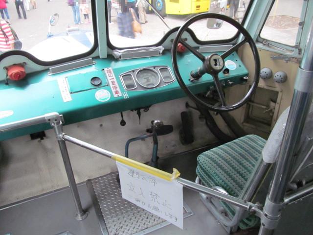弁慶号運転席