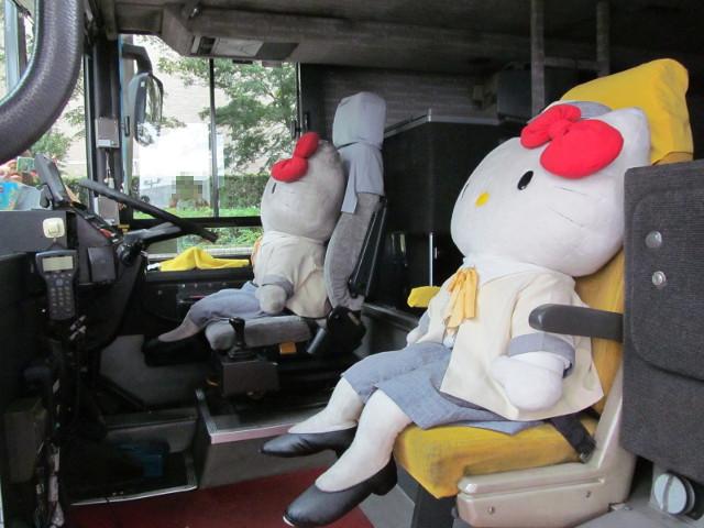 はとバス運転席はキティちゃん