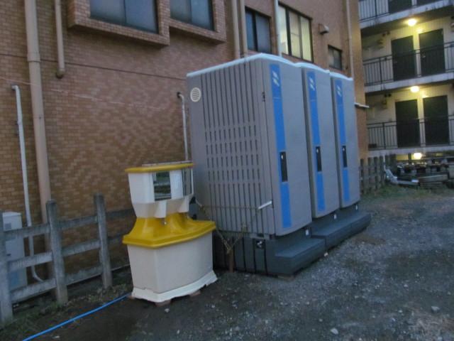 楽市楽座2014前日に設置済の簡易トイレ