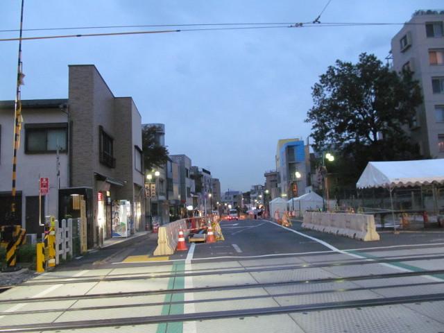 楽市楽座2014前日に世田谷駅踏切から城山通り方面を見る