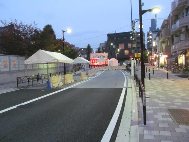 楽市楽座2014前日に世田谷駅踏切から世田谷通り方向を見る