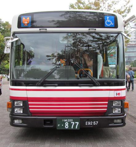 小田急バス正面