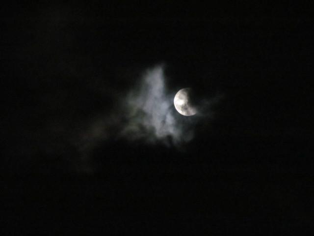 皆既月食20141008かなり復活した月