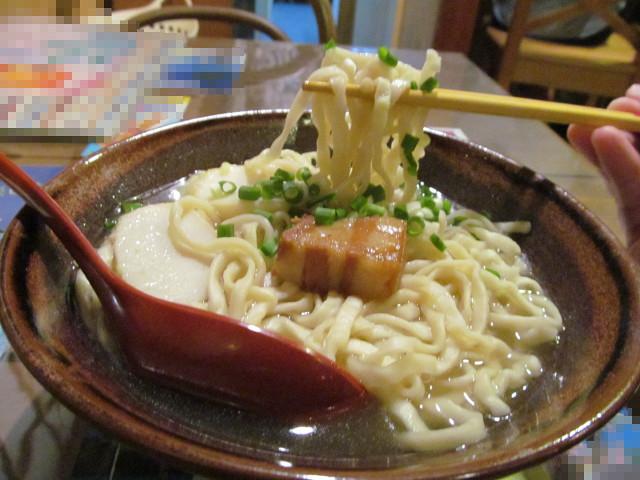 近所の沖縄料理屋さんの沖縄そばの麺