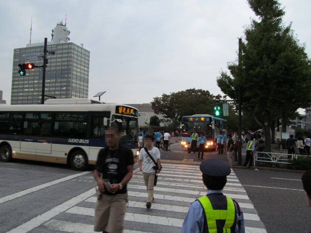江ノ電バスケヤキ並木出口へ