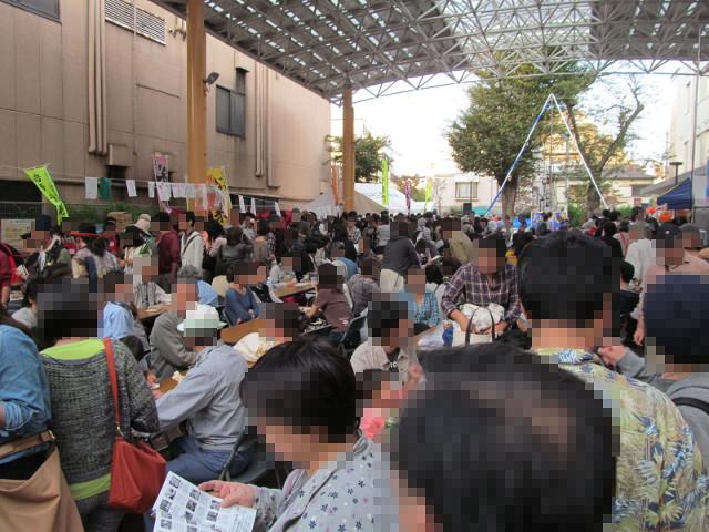 三茶de大道芸2014ふれあい広場の飲食スペース