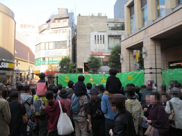 三茶de大道芸2014にぎわう駅前ステージ