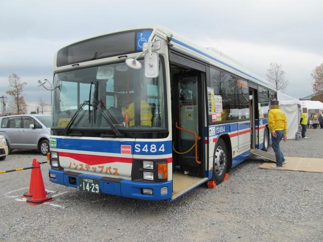 バス利用感謝デー2014バリアフリー教室のバス左ななめ前