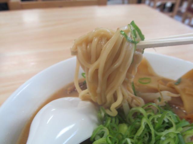徳島ラーメン岩田家の麺のアップ