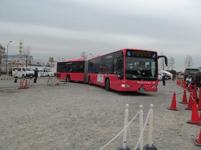 バス利用感謝デー2014試走から戻って来た連節バス