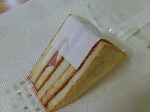 ホットサンドハムチーズ開封した背中側