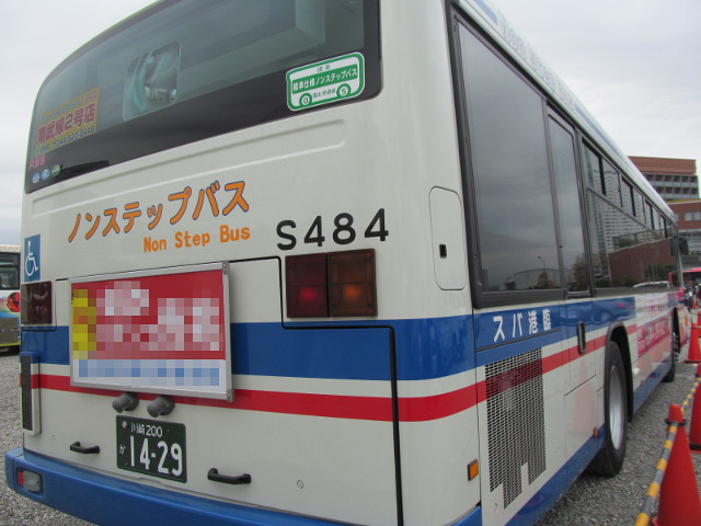 バス利用感謝デー2014バリアフリー教室のバス右ななめうしろ