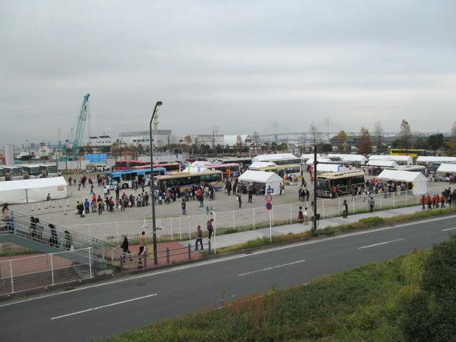 バス利用感謝デー2014会場をサークルウォークから見る