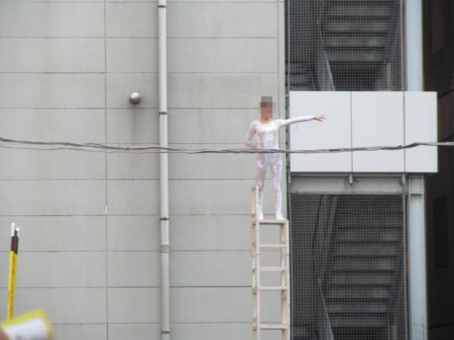 三茶de大道芸2014中国雑技芸術団がイスの上に立つ