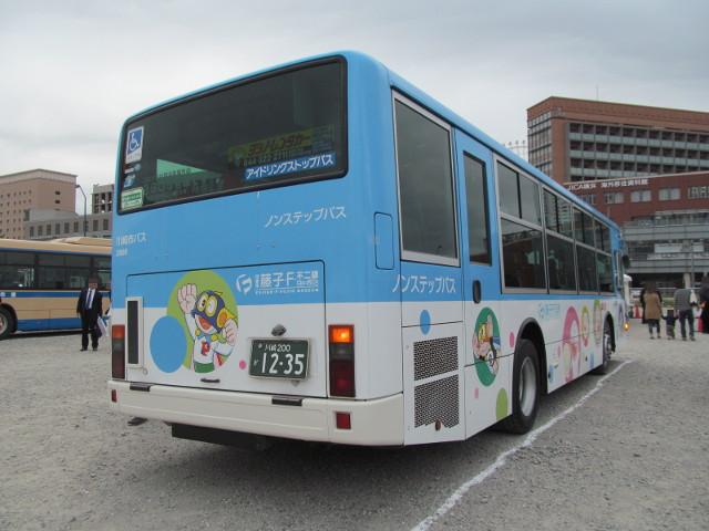 バス利用感謝デー2014川崎市交通局バス右ななめうしろ