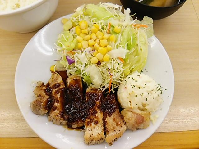 松屋豚テキ定食の豚テキの皿