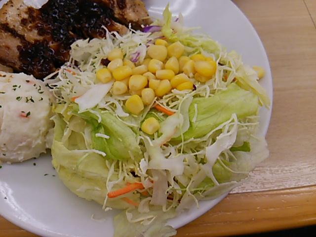 松屋豚テキ定食の盛大な野菜サラダ