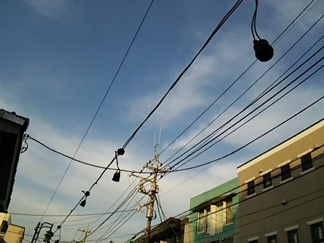 世田谷ボロ市に電線施設