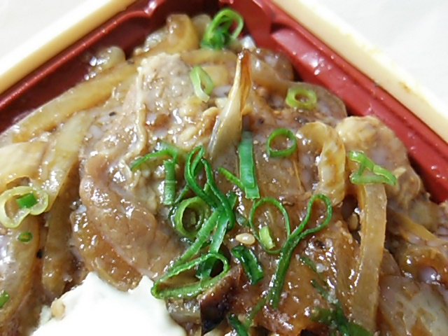 十和田風牛バラ焼重の肉とねぎ