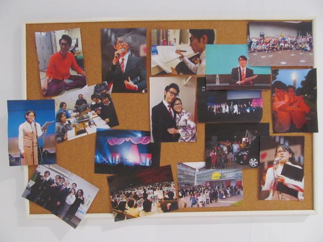 安部家のリビングルーム出口の写真たち