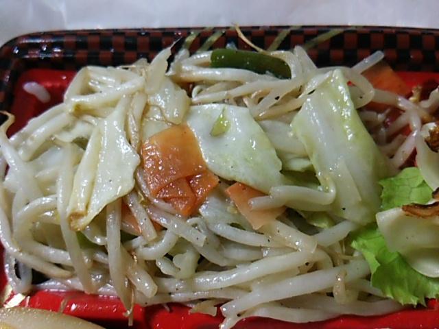 野菜炒め焼餃子弁当の野菜炒め
