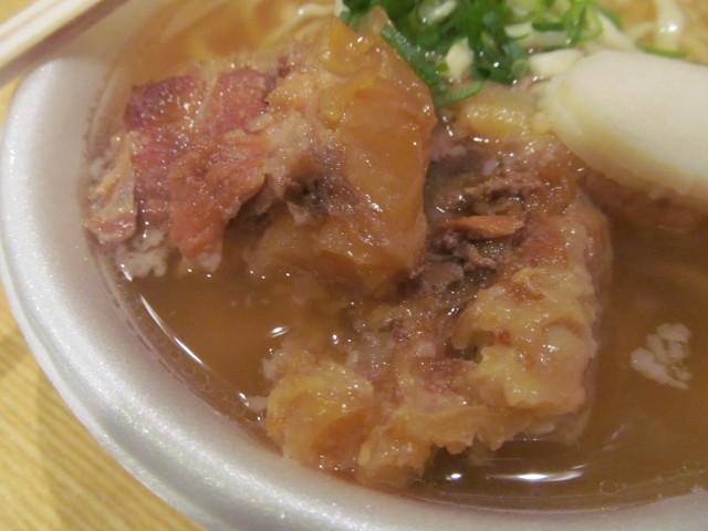 世田谷ボロ市20150115ソーキそばの軟骨ソーキ