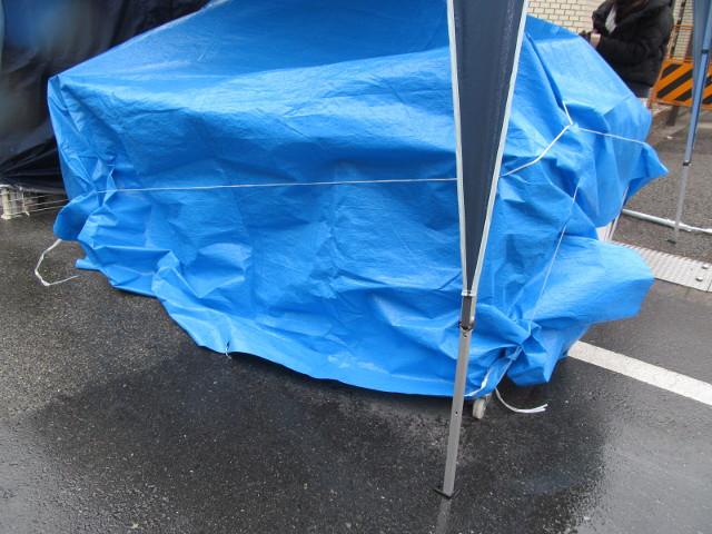 世田谷ボロ市20150115開始30分で店仕舞いするテント