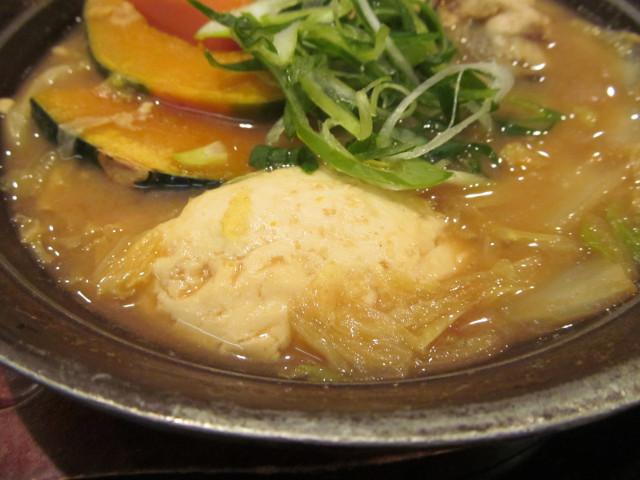 牡蠣味噌ちゃんこ鍋の寄せ豆腐