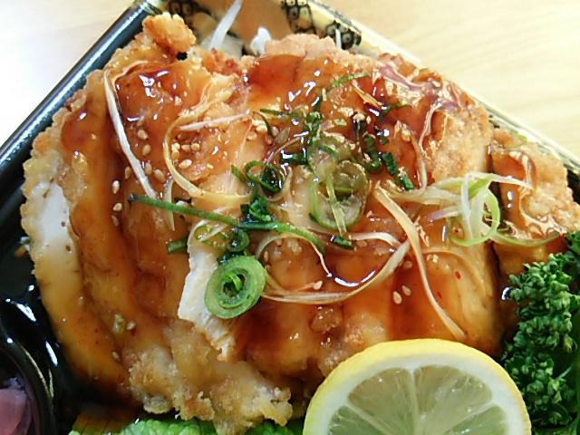 鶏の南蛮揚弁当の鶏の南蛮揚げ