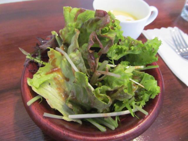 ロティサリーチキンランチのサラダ