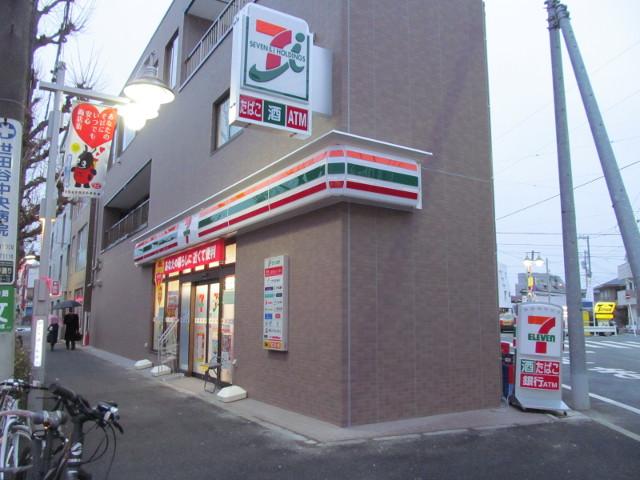 まだ看板が点灯していないセブンイレブン世田谷桜小前店
