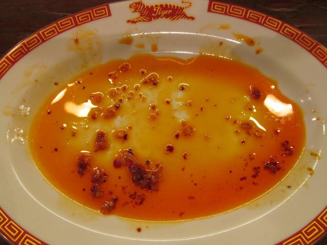 タイガー軒揚げ鶏の四川辛味だれ定食を完食した後の皿