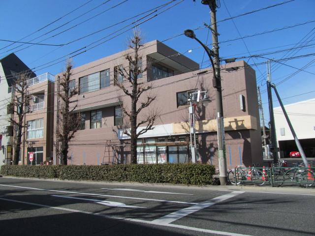 セブンイレブン世田谷桜小前店工事中の外観