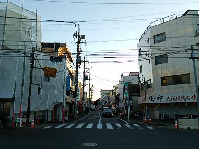 世田谷通りから駒沢公園通りを見る
