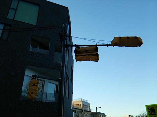 世田谷駅前交差点信号機のアップ
