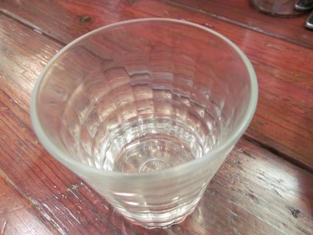 タイガー軒手打ち水餃子定食の後に水で一服