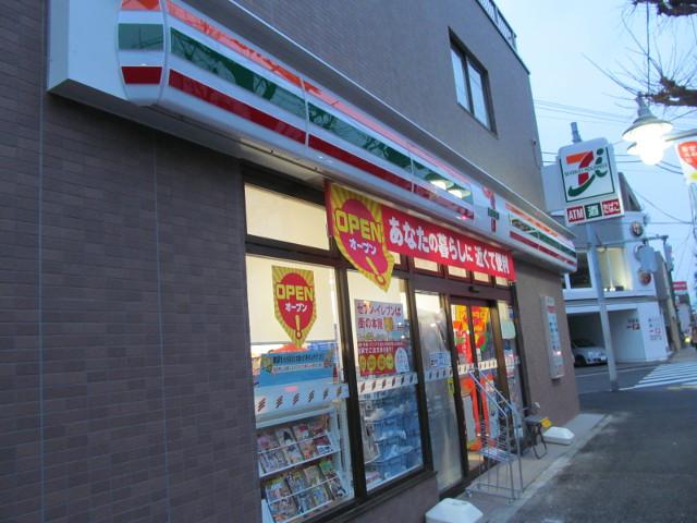 まだ看板が点灯していないセブンイレブン世田谷桜小前店その2