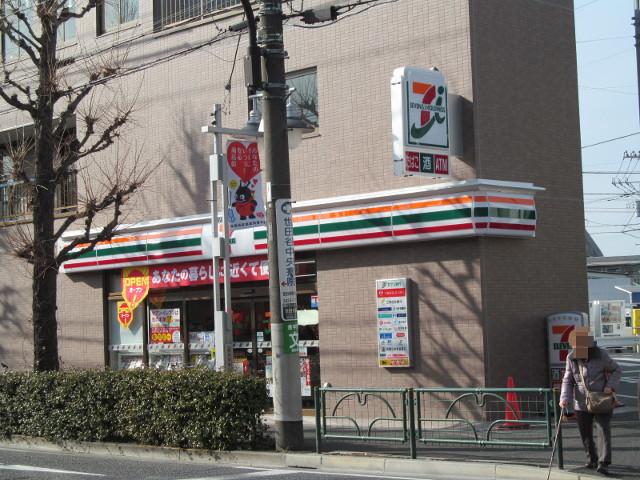 反対側から見たセブンイレブン桜小前店のアップ
