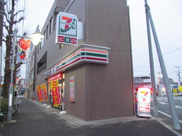 看板点灯直前のセブンイレブン世田谷桜小前店