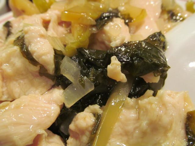 タイガー軒世田谷上町店鶏高菜かけごはんの高菜のアップ