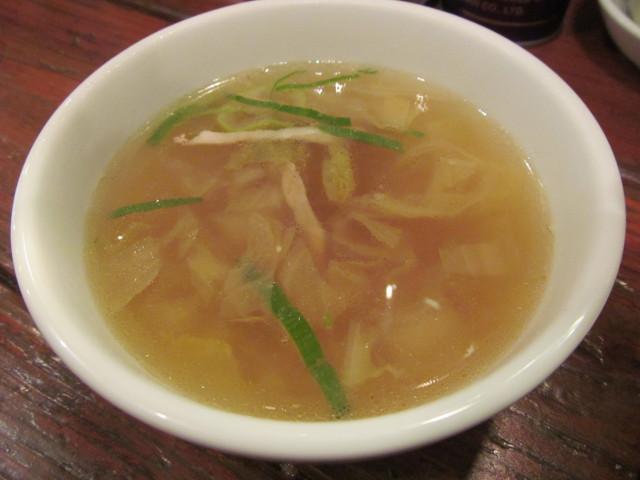 タイガー軒手打ち水餃子のスープ