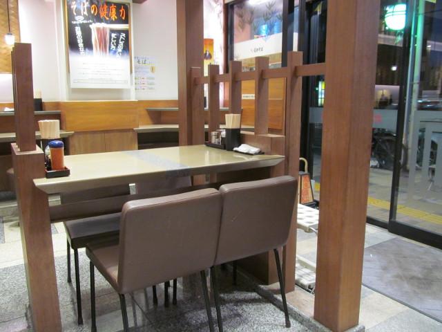 リニューアル後の三軒茶屋富士そばテーブル席