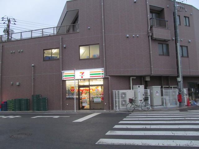 セブンイレブン世田谷桜小前店の看板が点灯その3_