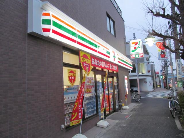 セブンイレブン世田谷桜小前店の看板が点灯その2