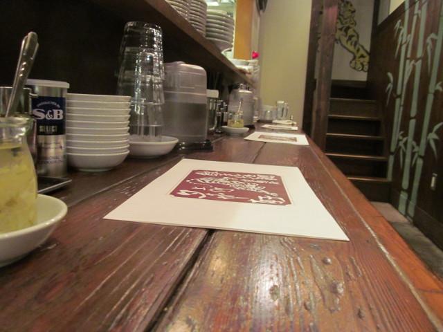 タイガー軒世田谷上町店カウンターに並ぶメニューブック