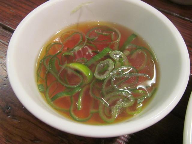 タイガー軒世田谷上町店鶏高菜かけごはんのスープのアップ