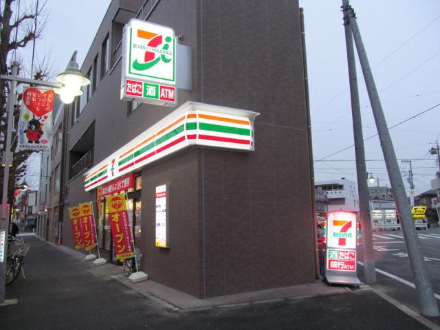 セブンイレブン世田谷桜小前店の看板が点灯